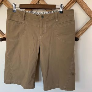 Athleta Dipper Bermuda Shorts Khaki Size 10
